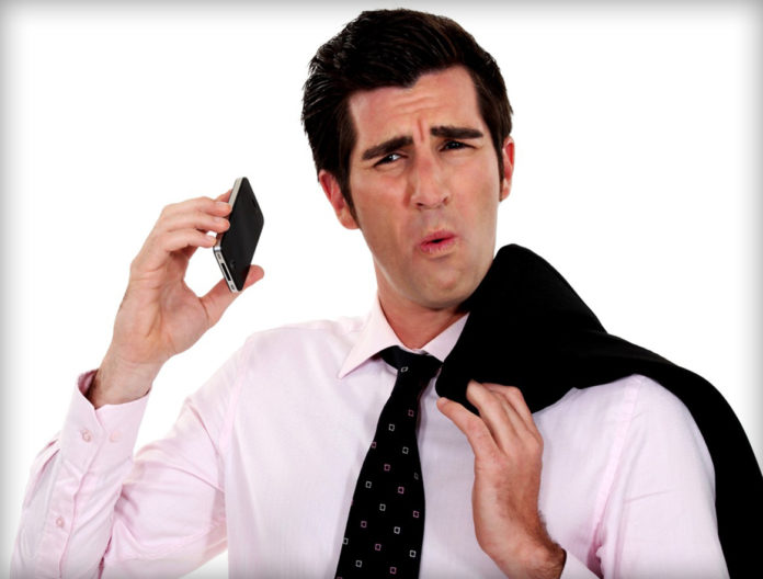 Почему при разговоре по мобильному иногда слышишь свое эхо?