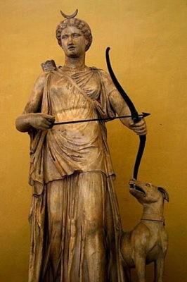 Артемида и полумесяц