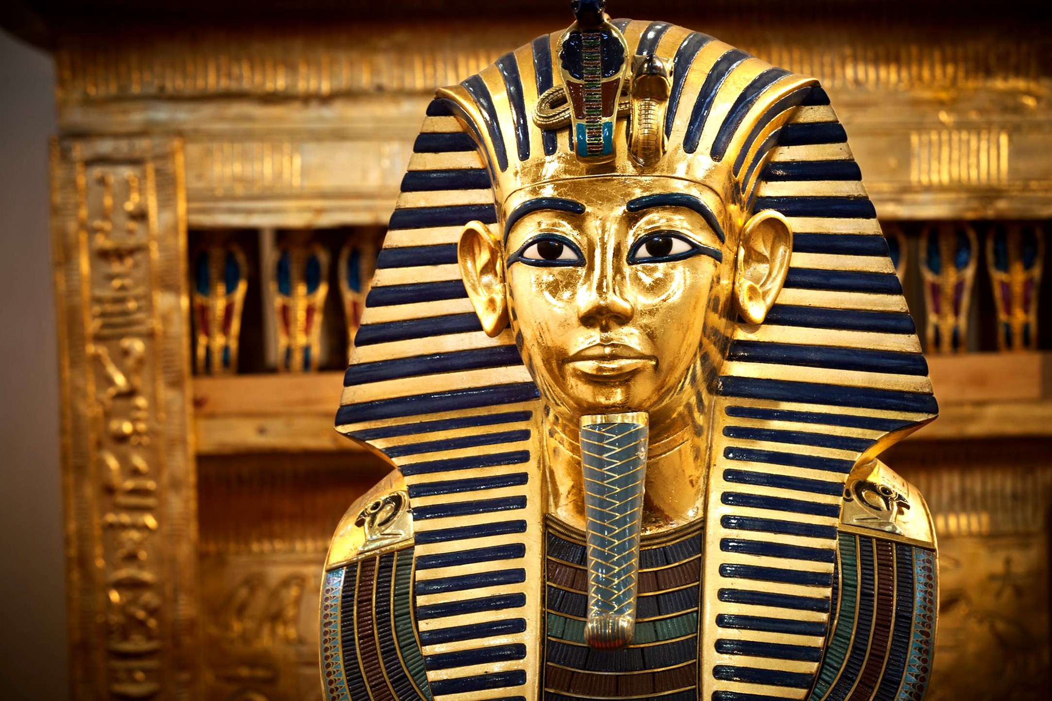 Из чего делали одежду фараонов?