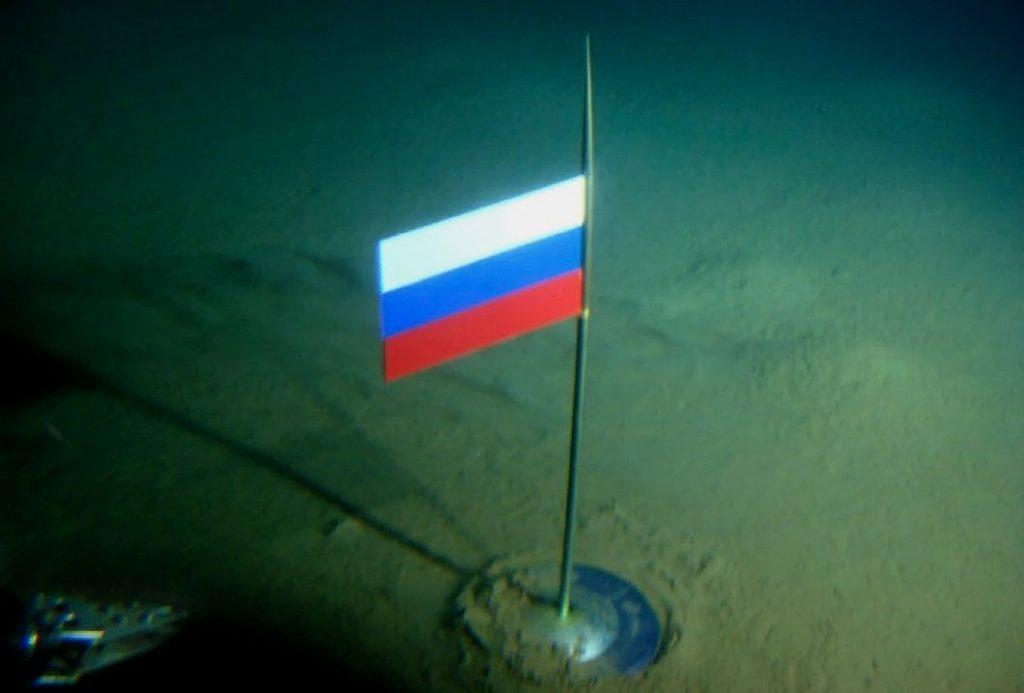 Флаг России из титана, установленный на дне Северного ледовитого океана