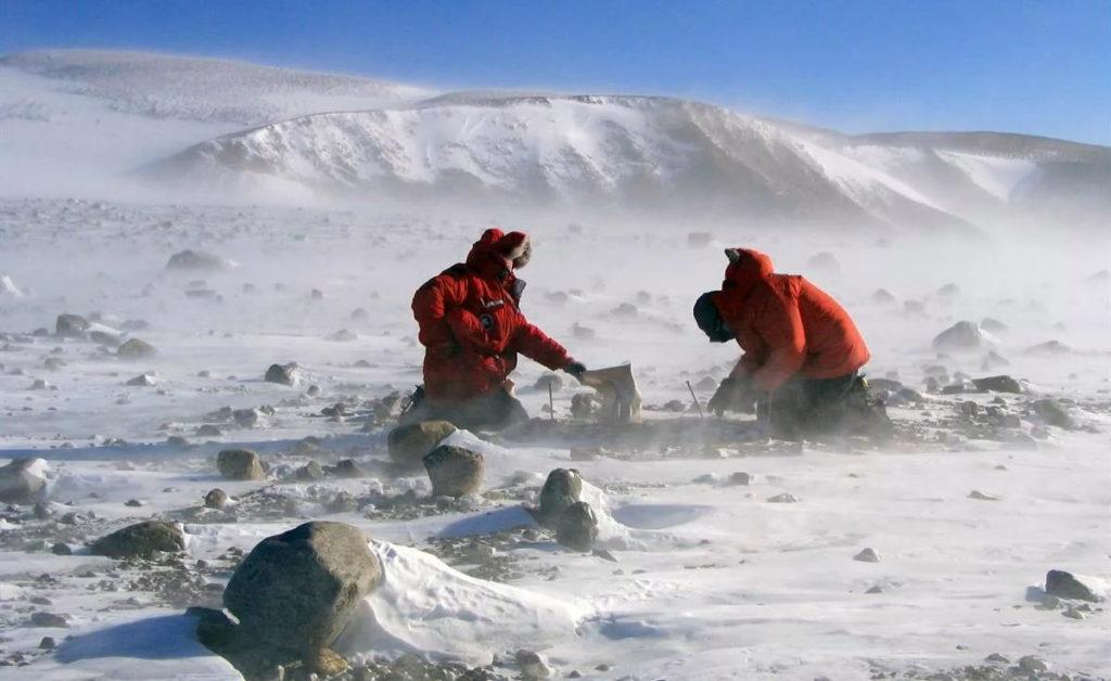 Фото ученых, занимающихся исследованием климата в Антарктиде