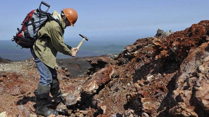 Чем занимаются геологи?