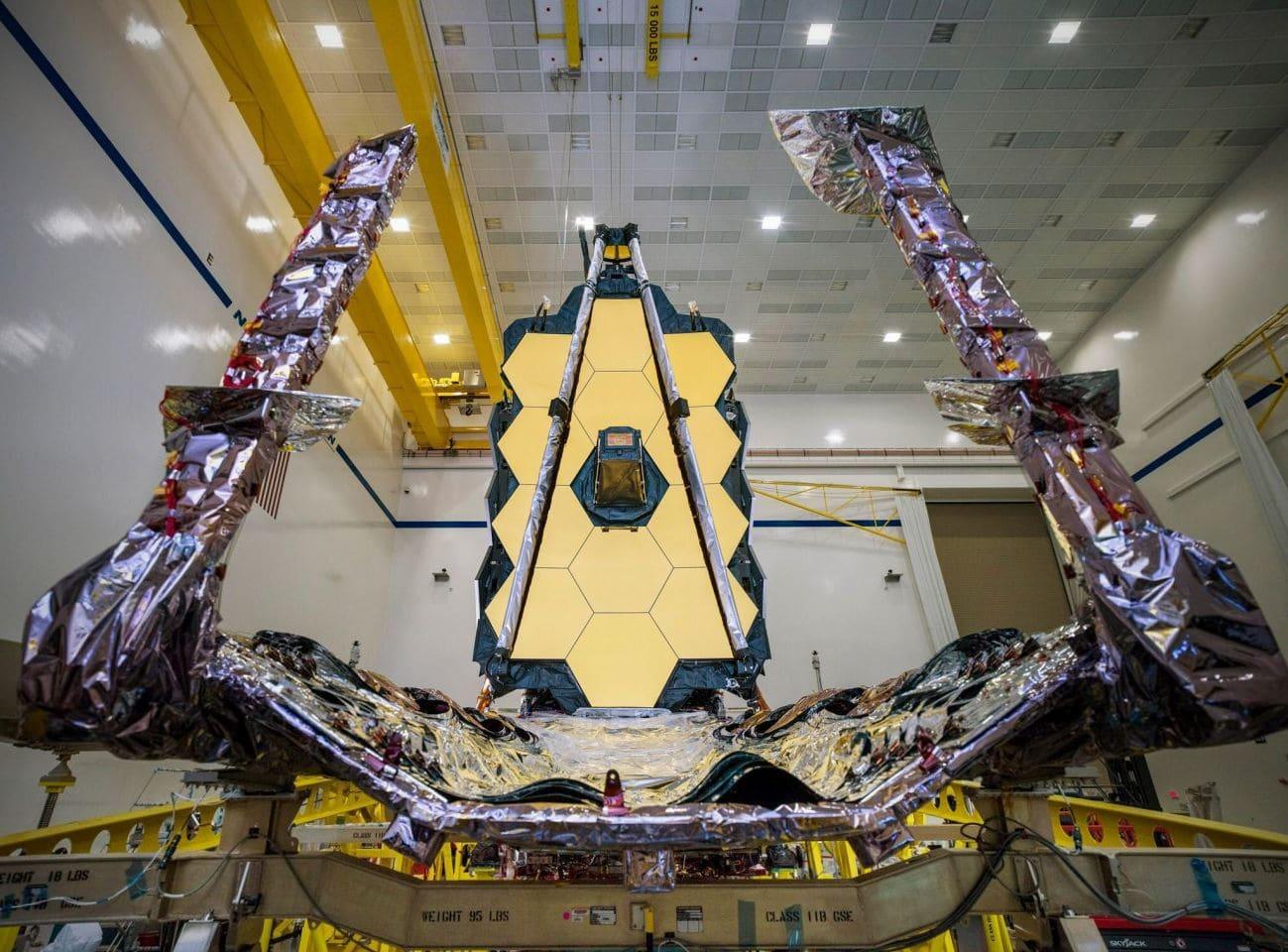 NASA впервые в мире показала готовый телескоп «Джеймс Уэбб»