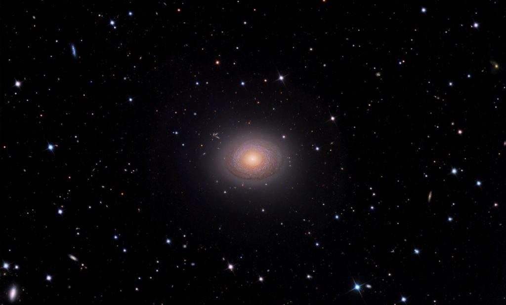 Галактика NGC 2775