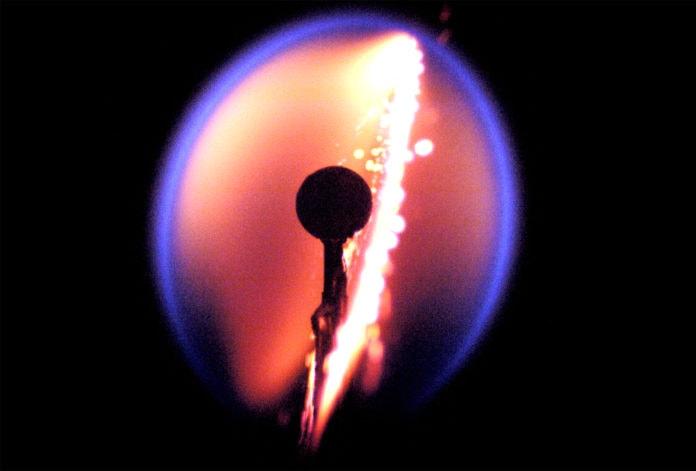 Как пламя горит в невесомости?