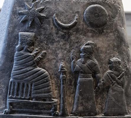 Изображение Иштар и полумесяца на пограничном камне Мели-Шипак II (12 век до н.э.)