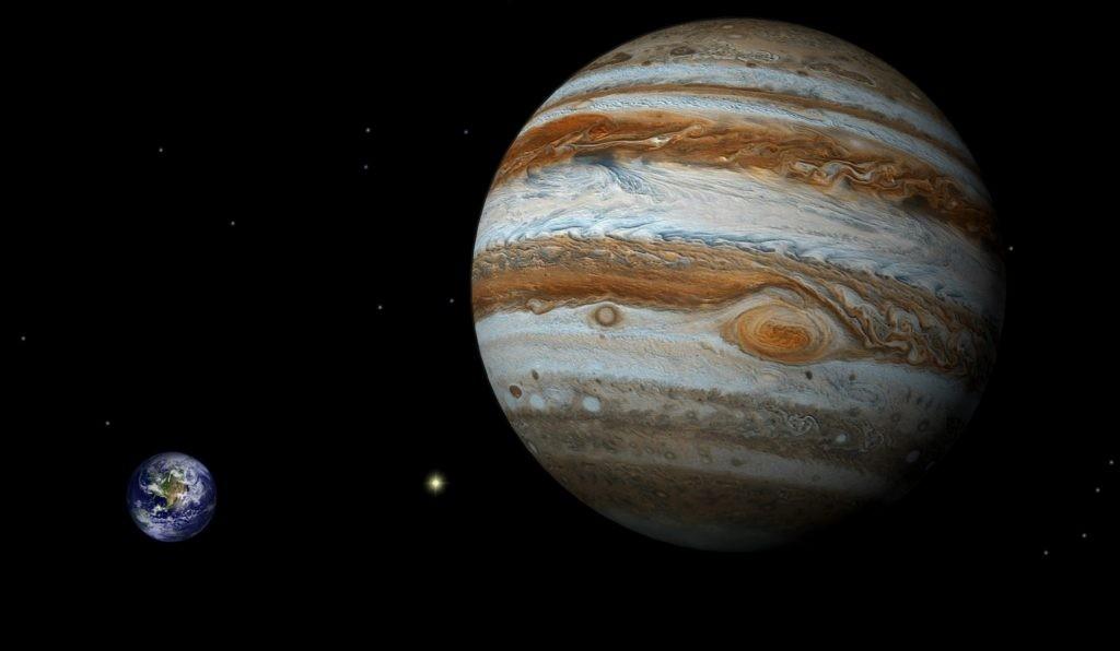 Наглядное сравнение размеров Земли и Юпитера