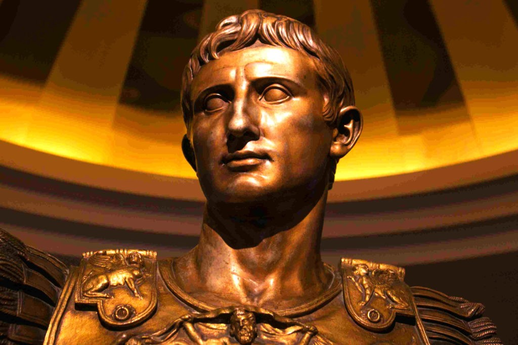 Бронзовый бюст Юлия Цезаря, в честь которого назван юлианский календарь