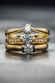 Кольца с мелкими бриллиантами