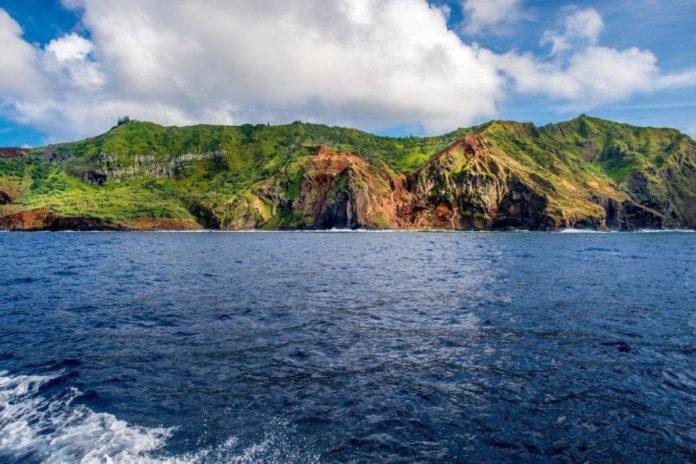 Как определяют изменение уровня океана, если материки сами поднимаются и опускаются?
