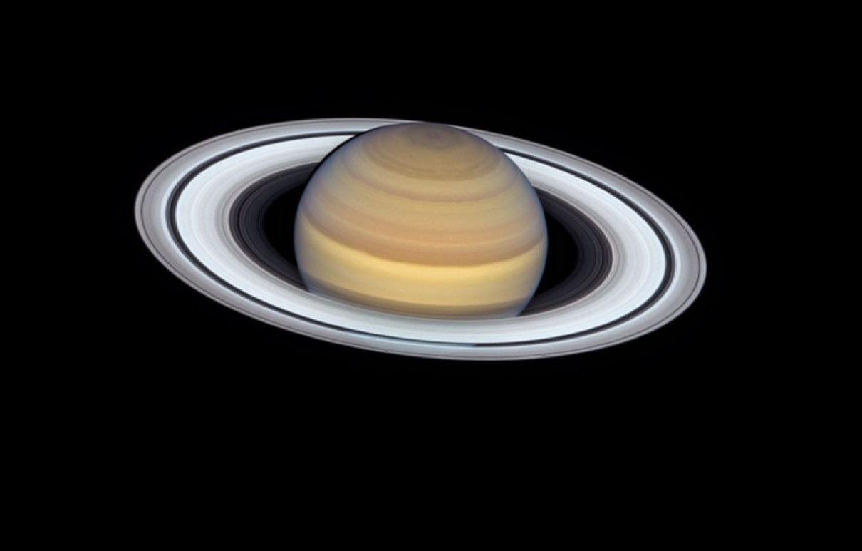 Астрономы поставили под сомнение возраст колец Сатурна