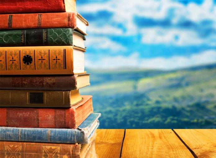 Почему книги сначала выходят в твердой обложке и только спустя какое-то время в мягкой?