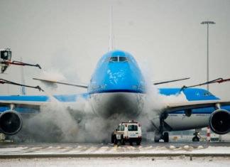 Как обрабатывают корпус самолета для снижения сопротивления?