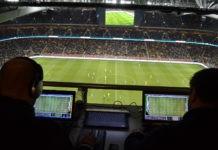 Как определяют длину пути футболиста в игре и его скорость?