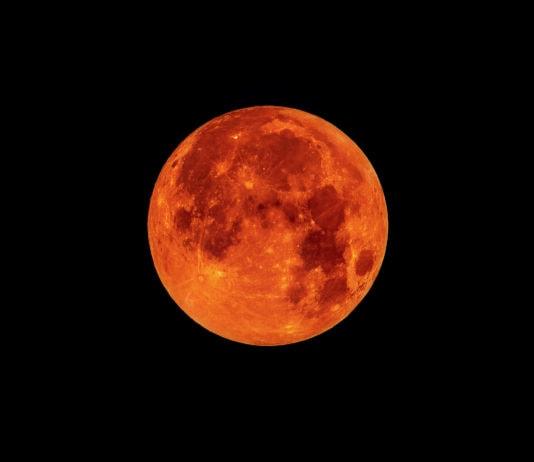 Почему Луна бывает красная?