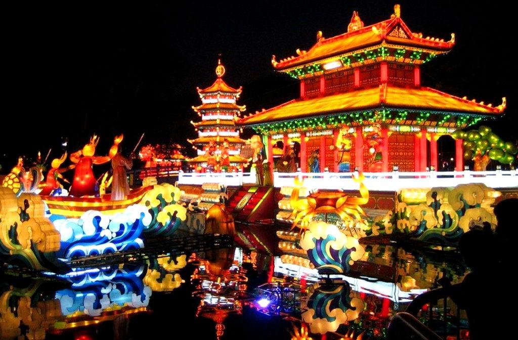 Новогодние декорации в Китае