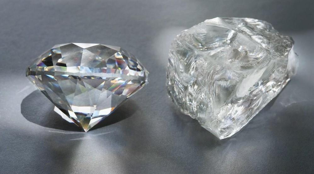 Сравнение алмаза (справа) и обработанного бриллианта (слева)