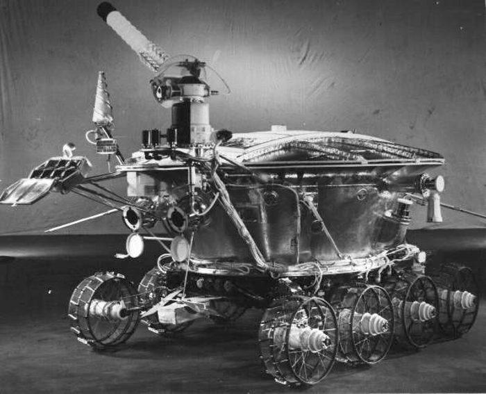 «Луноход-1» с закрытой солнечной батареей