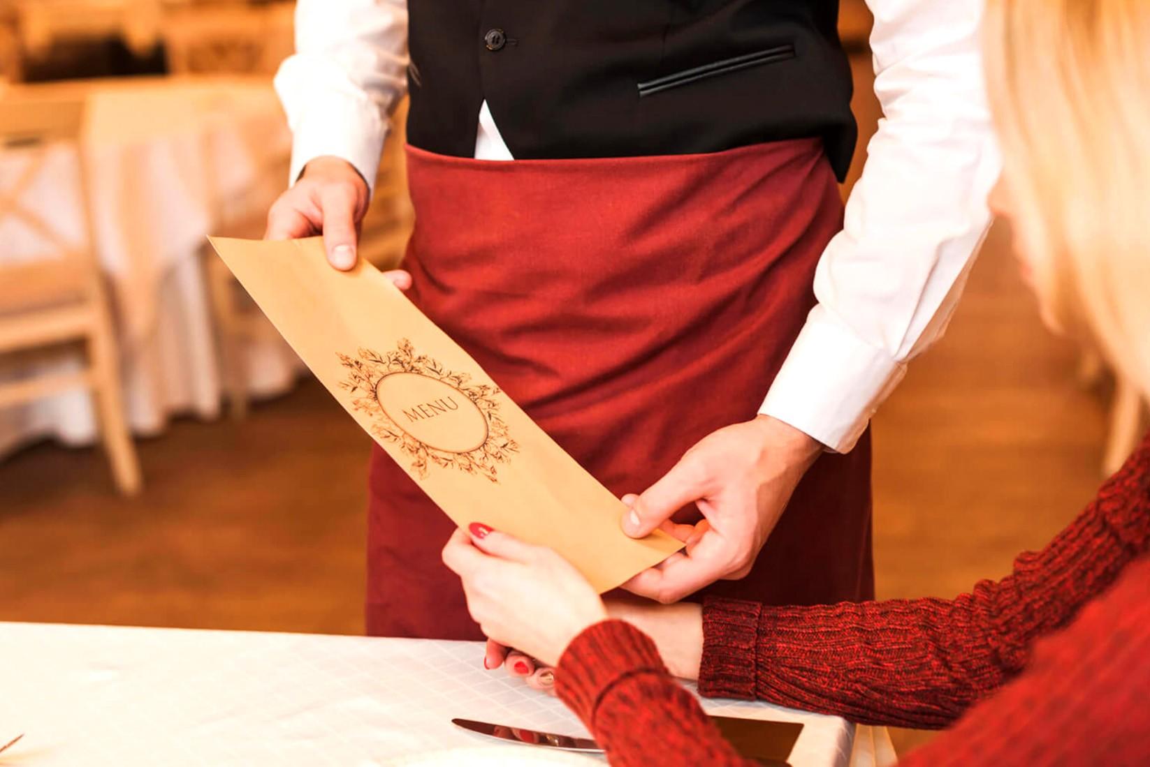 Почему официанты уносят меню?