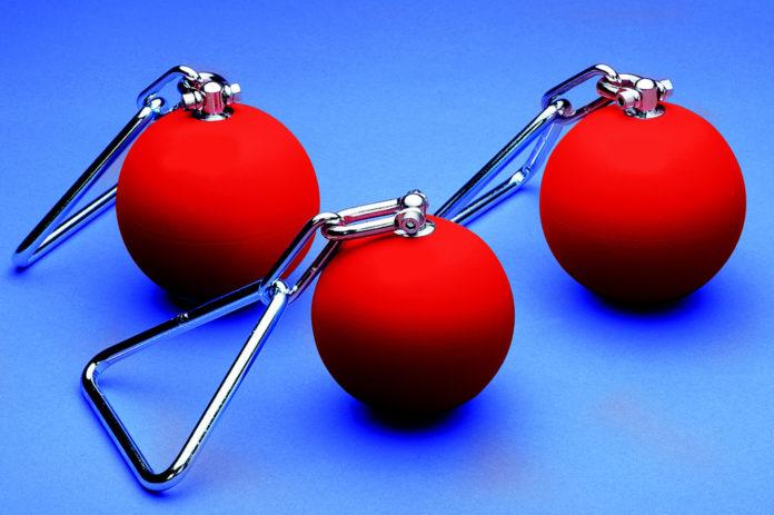 Почему металлический шар, который метают легкоатлеты, называют молотом?