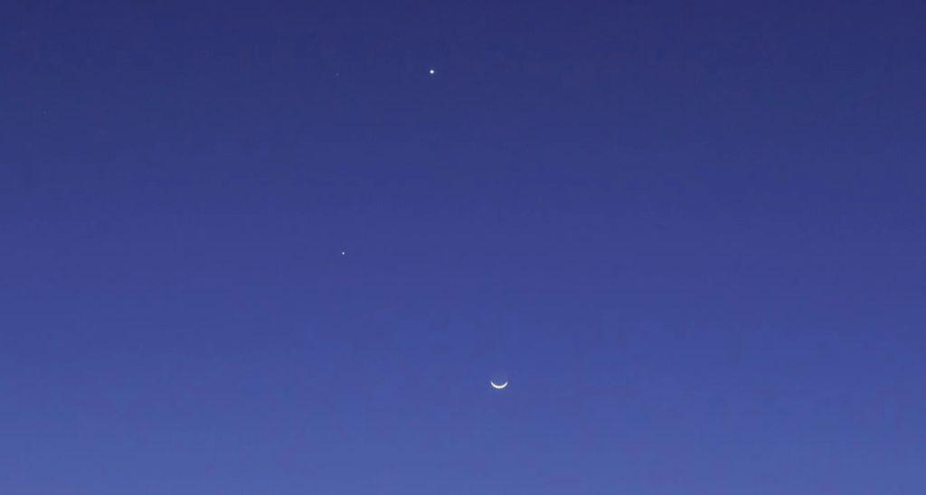 Фото мини-парада, в который входят Юпитер, Марс и Сатурн