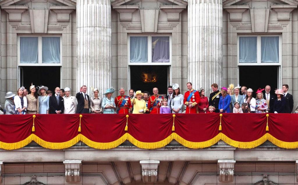 Британская королевская семья наблюдает за парадом