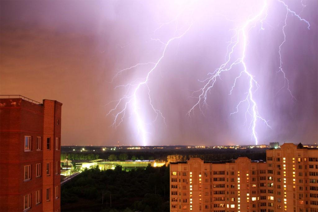 Мощная молния