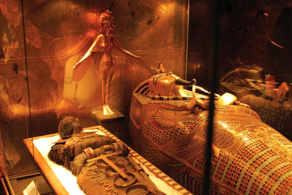 Геродот писал, что египетских мумий оборачивали в виссон, а египтологи позже находили ткани в гробницах