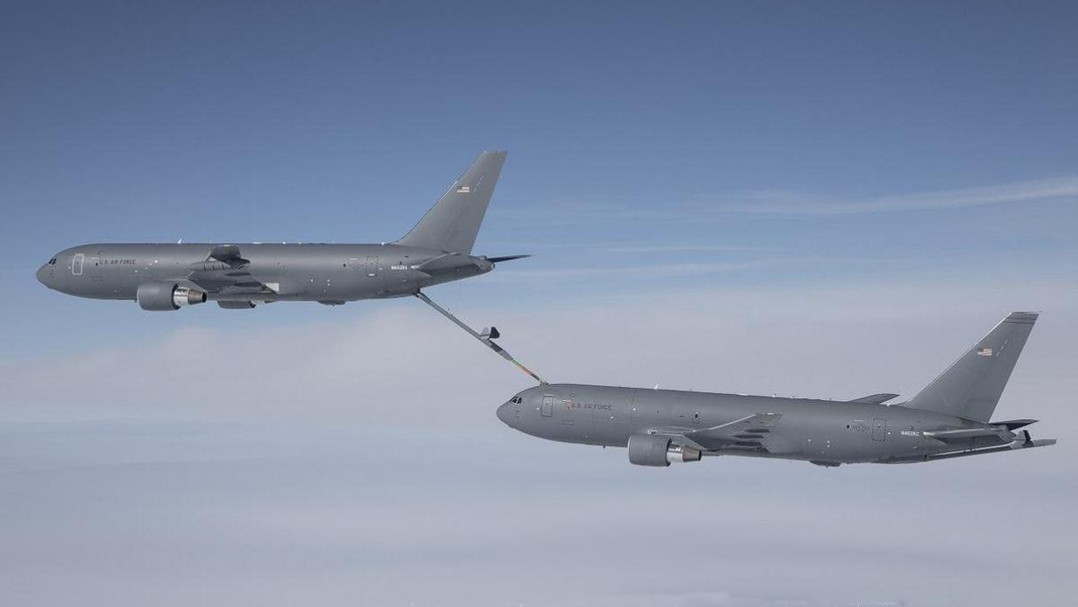Можно ли гражданский самолет дозаправить в полете?