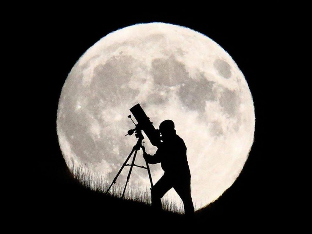 Наблюдение за Луной