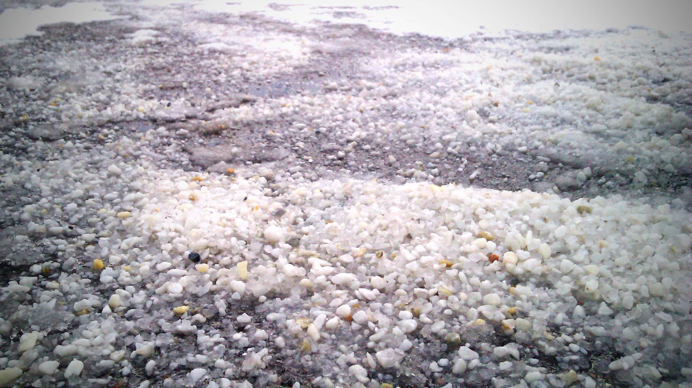 Остатки солевых смесей на дорогах