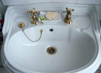 Почему в Англии два крана с водой (нет смесителей)?