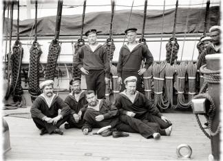 Почему моряки носят бескозырки?