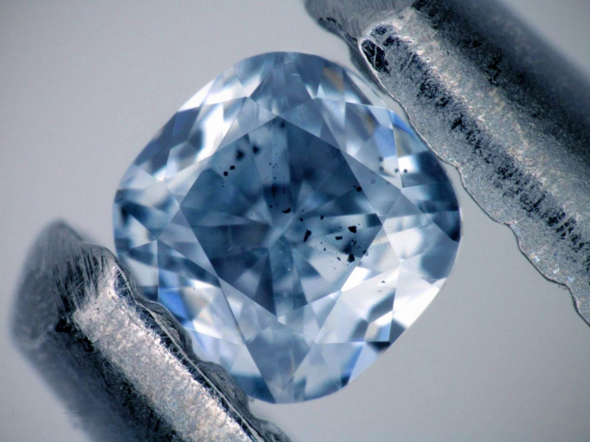 Почему алмаз не видно на рентгене?