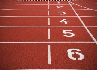 Почему атлеты бегают против часовой стрелки?