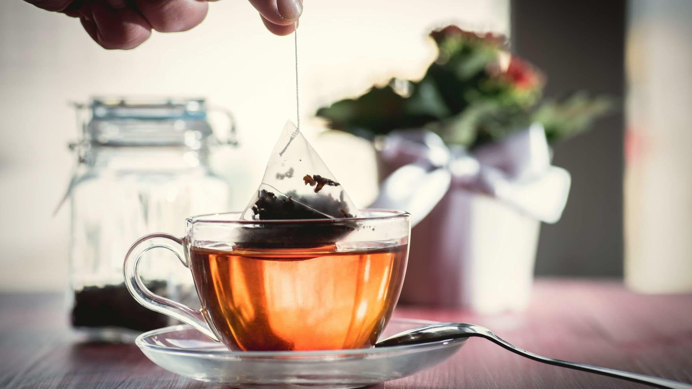 Почему чай в пакетиках заваривается быстрее листового?