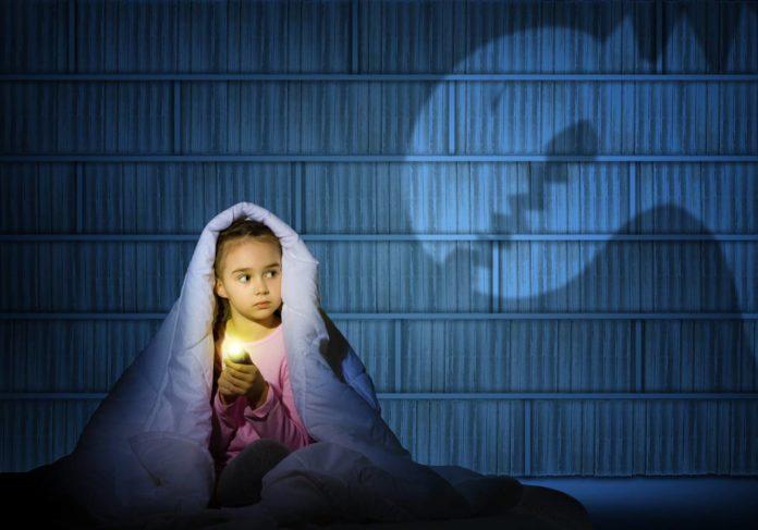 Почему дети боятся темноты и как помочь ребенку перестать ее бояться?
