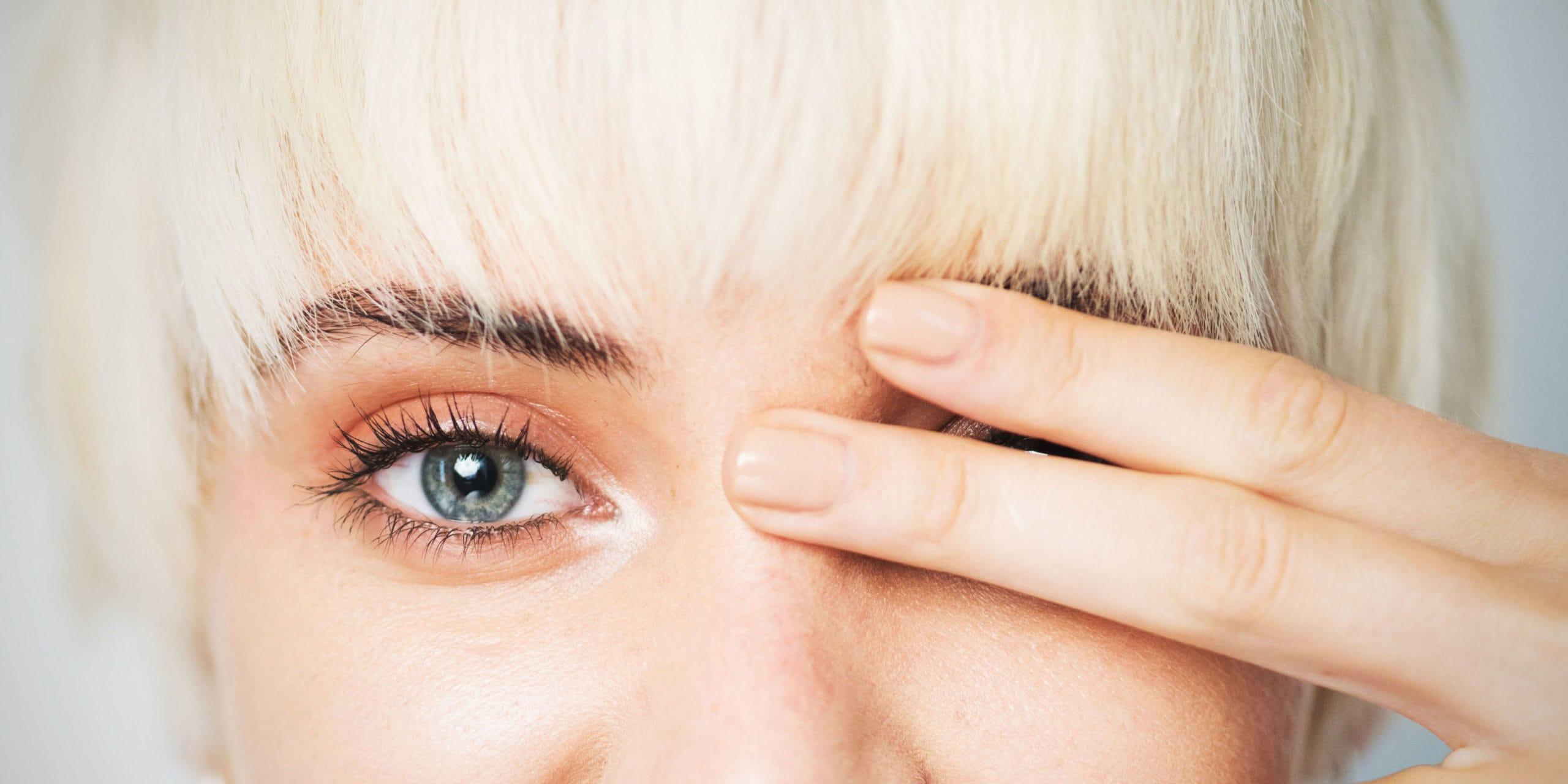 Почему дергается левый глаз причины, приметы, что делать