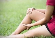 Почему, если отсидеть ногу, ее покалывает?