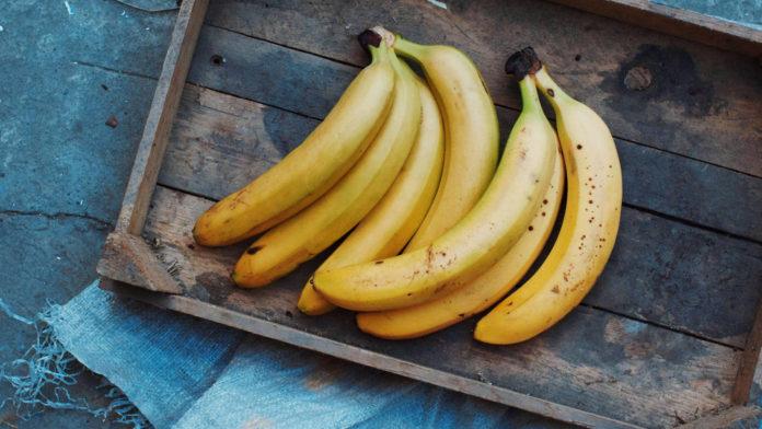 Почему фрукты чернеют от удара?