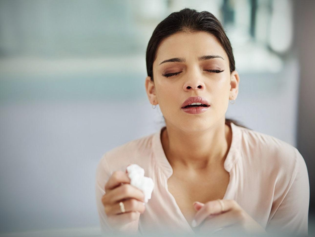 Почему люди чихают зажмурившись?