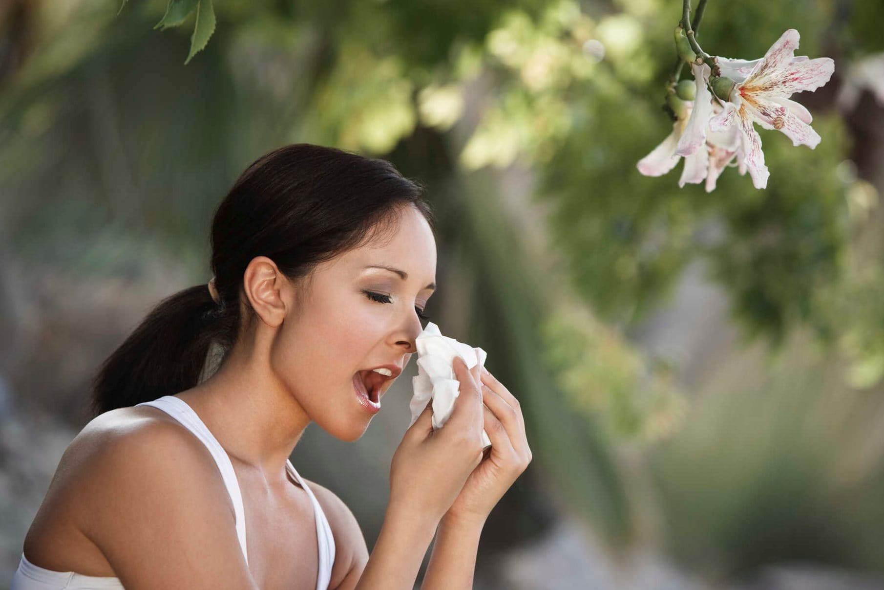 От чего человек чихает много раз подряд