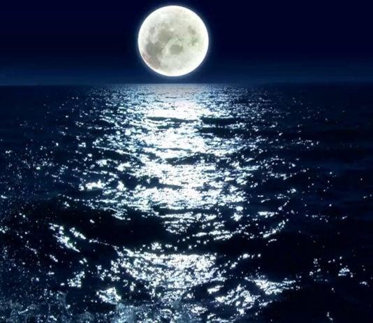 Почему над горизонтом Луна кажется большой, а над головой — маленькой?
