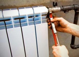 Почему летом в батареях не сливают воду?