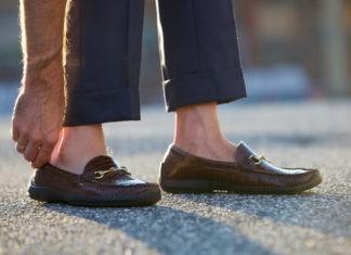 Почему мокасины носят без носков?