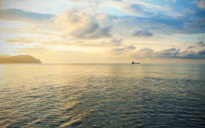 Почему на Чёрном море нет приливов и отливов?