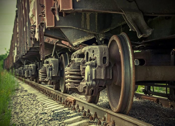 Почему колеса поезда не буксуют на гладких рельсах?