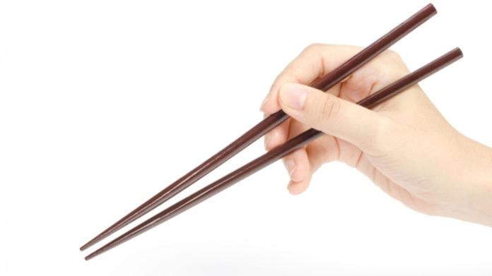 Почему на Востоке едят палочками?