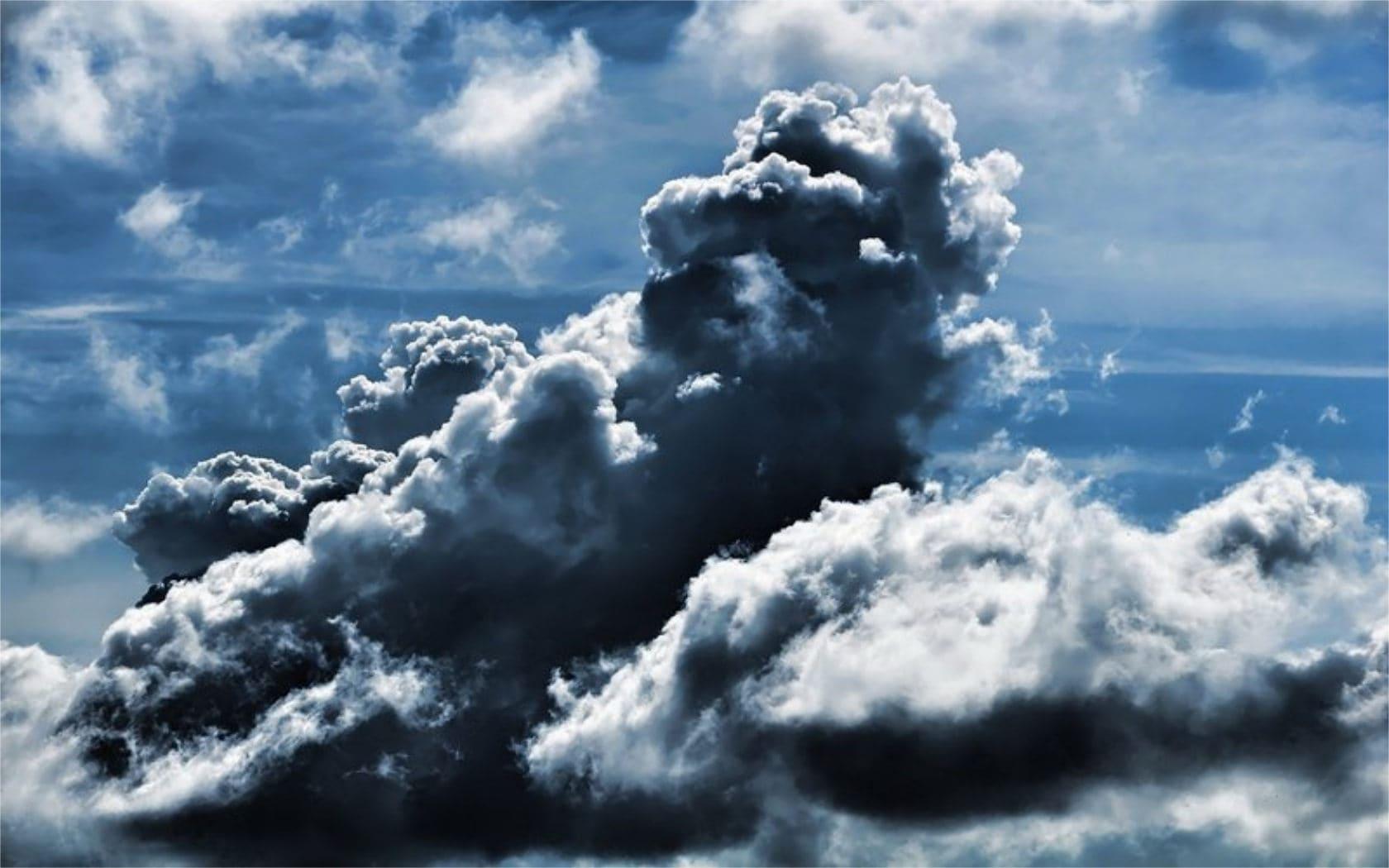 Почему облака белые, а тучи серые?