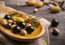Почему оливки зеленые, а маслины черные?